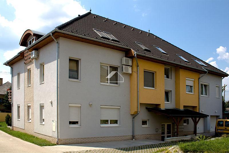 8 lakásos társasházak építése