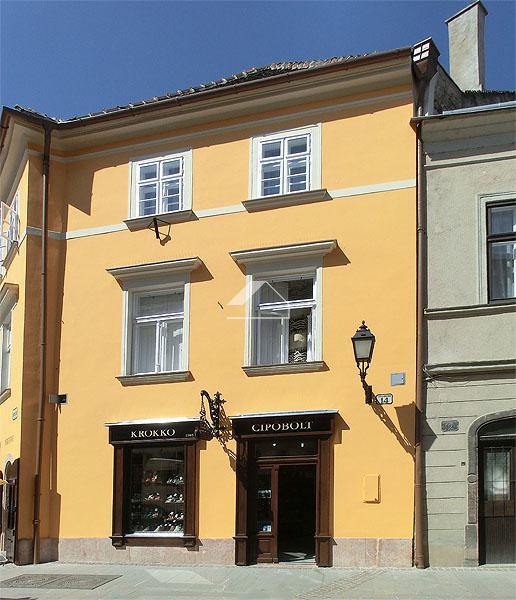 Barokk stílusú sarokház homlokzat felújítása